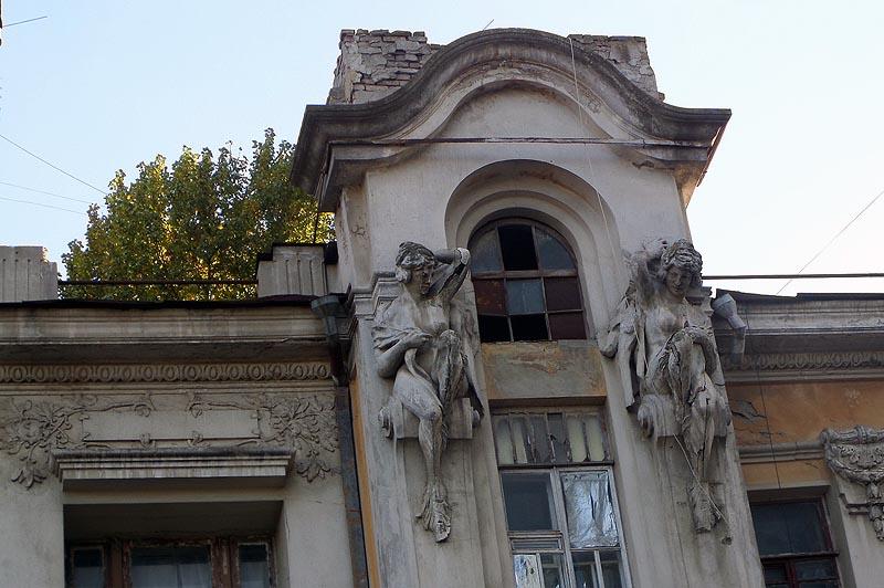 дом яхимовича обветшал