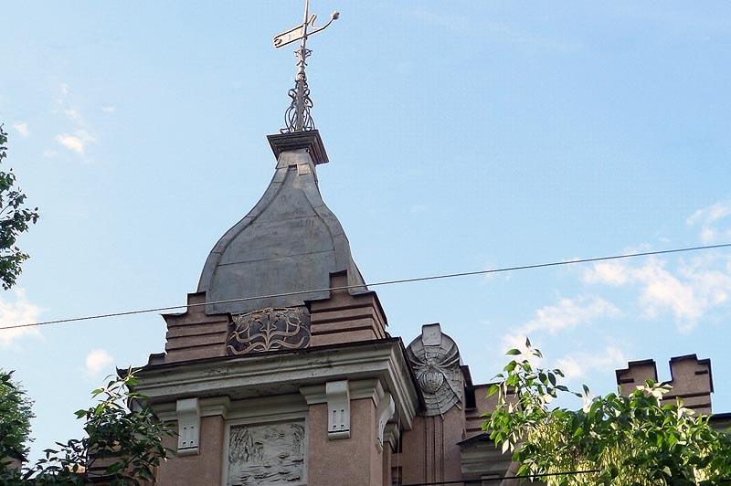 здание сказочного вида