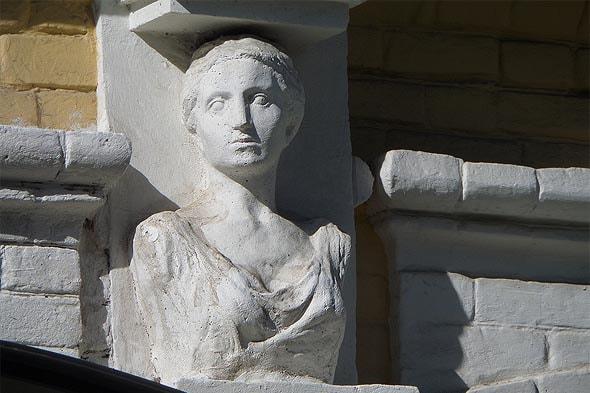 фигура карийской девы по пояс