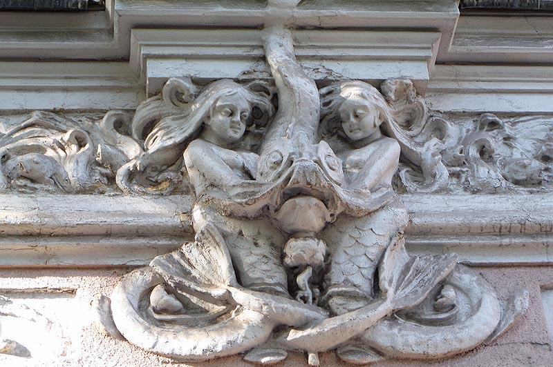 рыбохвостые богини на доме сатова саратов