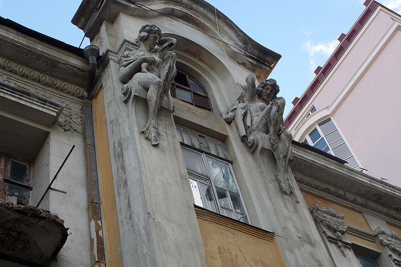 дом яхимовича верхние фигуры кариатид
