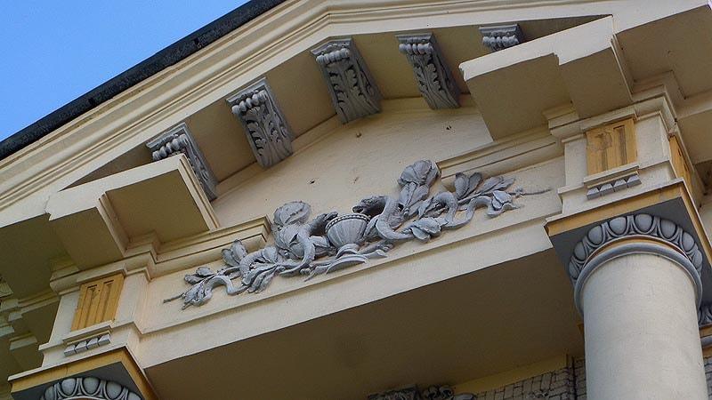 гиппократова чаша на здании саратовского мединститута