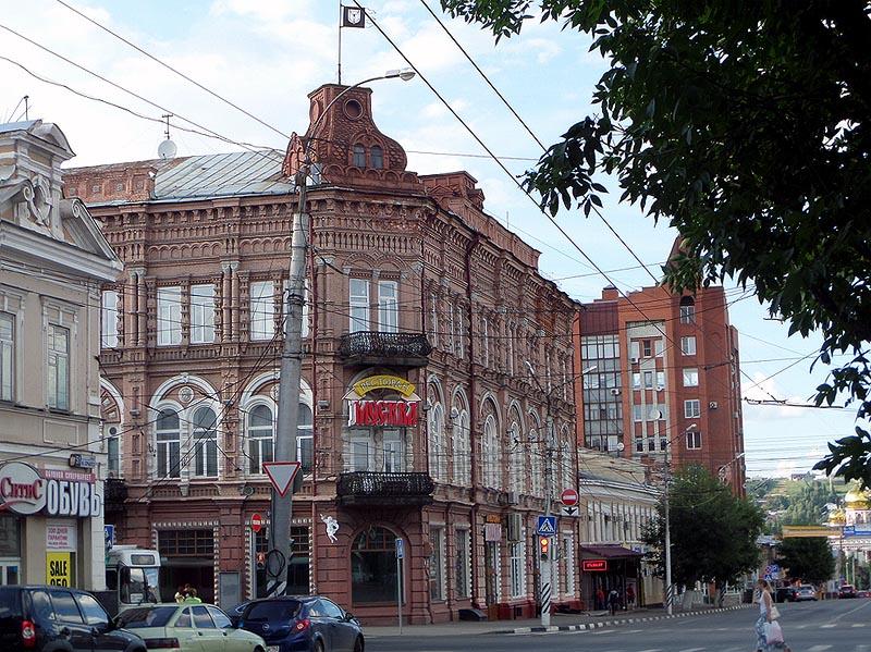 современный вид здания гостиницы московская саратов