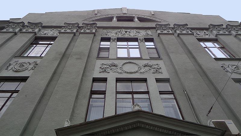 солидное здание коммерческого собрания в саратове