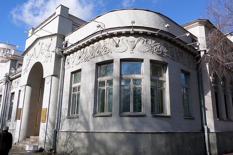 плавный переход между фасадами  особняк шмидта саратов