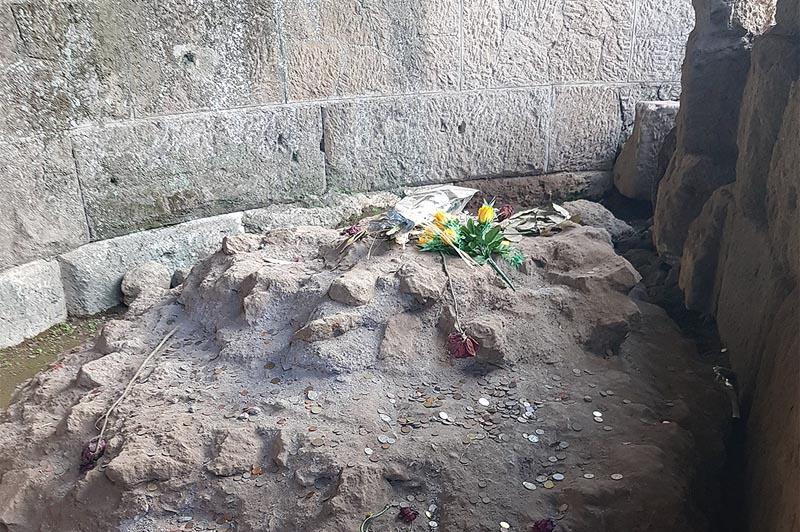 алтарь на месте сожжения тела юлия цезаря