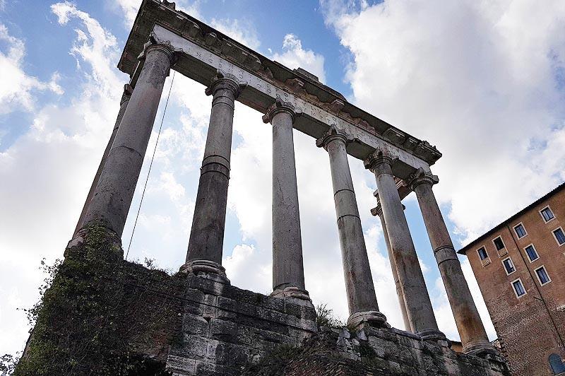 храм в честь бога сатурна