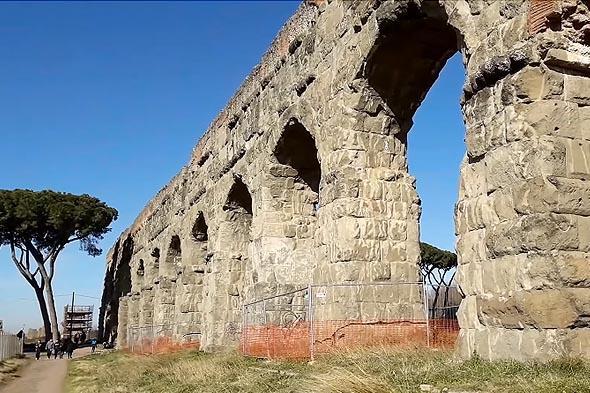 акведуки обеспечивали водой потребности римлян