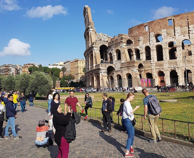 на арене колизея те были пресыщены римские гладиаторы и дикие звери
