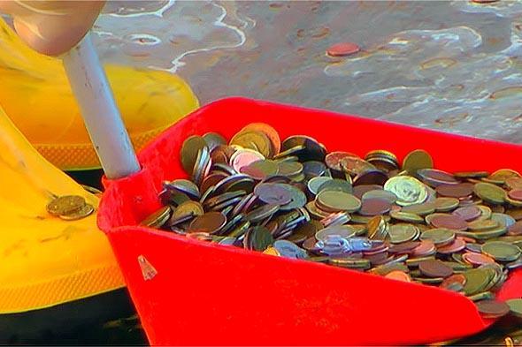 монеты извлеченные из фонтана треви