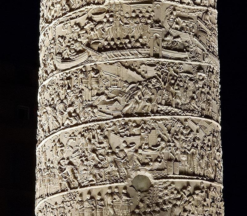 резные фигуры на колонне траяна