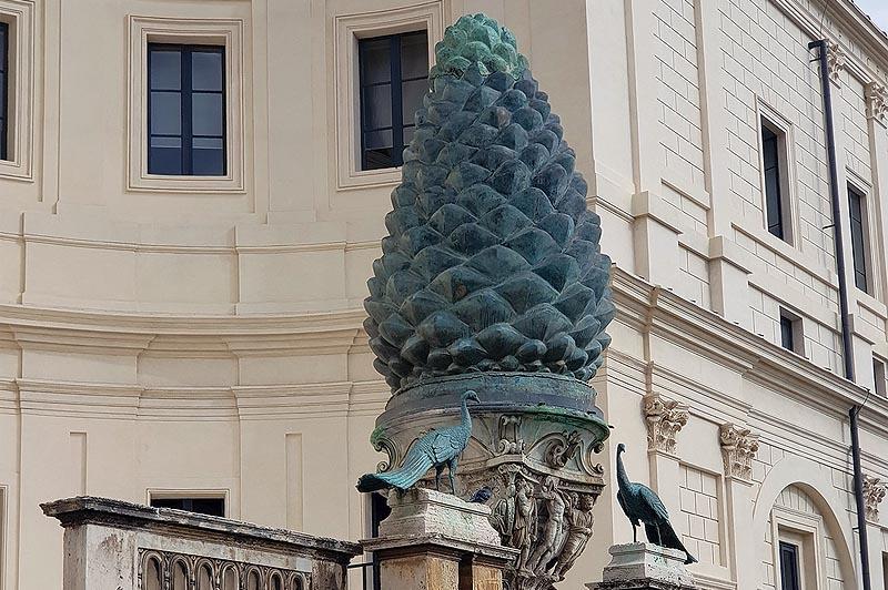 ватикан бронзовая шишка во дворе пинья