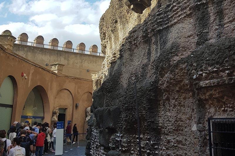 за непроницаемыми стенами замка святого ангела сейчас музей