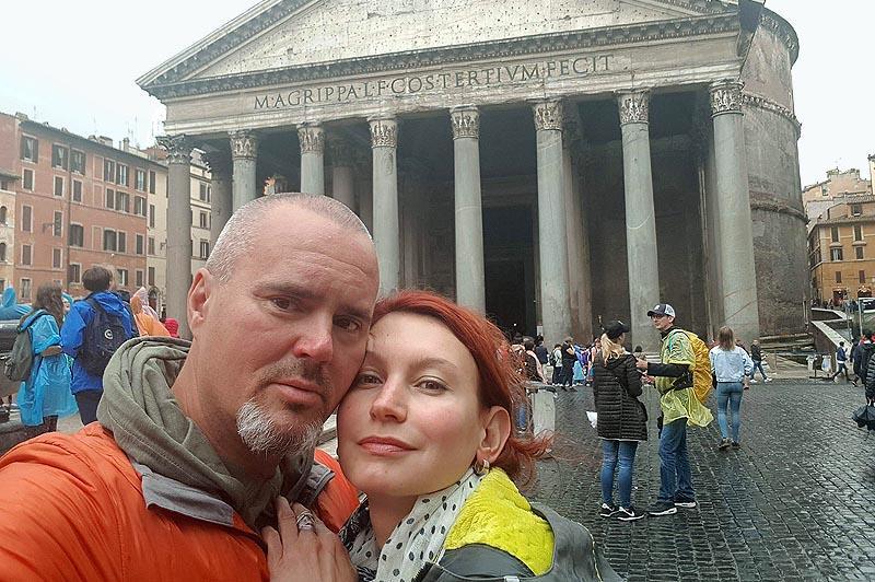 туристы у пантеона
