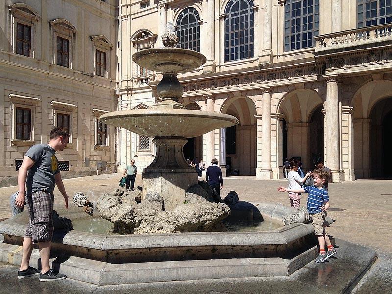 фонтан у дворца барберини