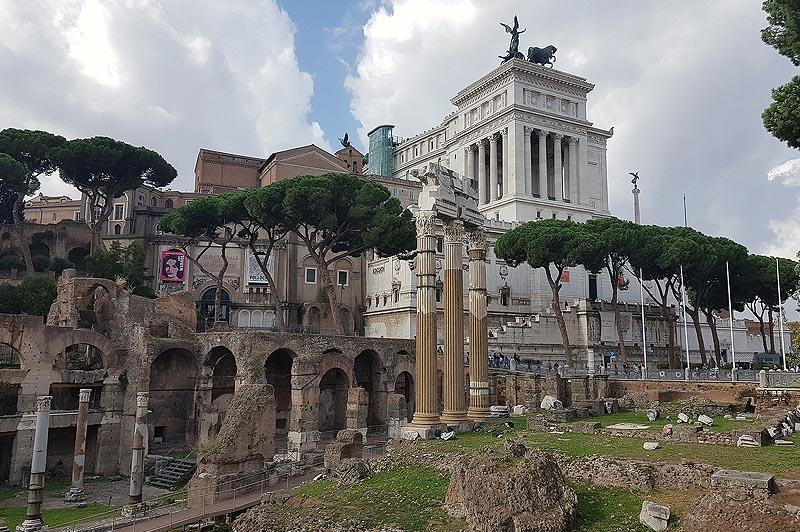 вплотную к форуму цезаря примыкает алтарь отечества