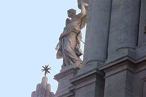 ангел на базилике сант андреа делла валле