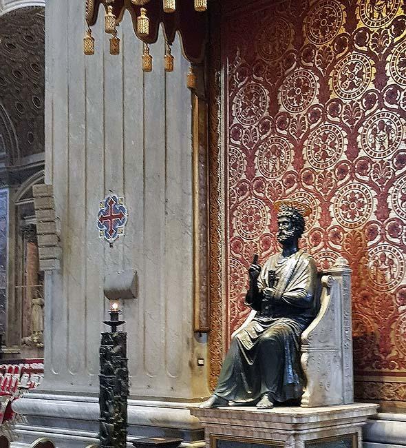 бронзовый святой петр в соборе ватикана