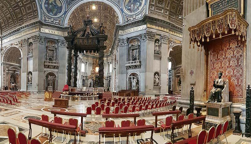 главный неф ведет к центру базилики святого петра