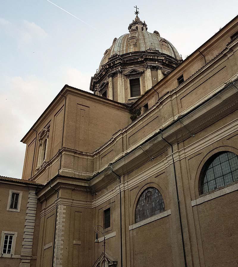 купол сант андреа делла валле с бронзовой звездой и крестом