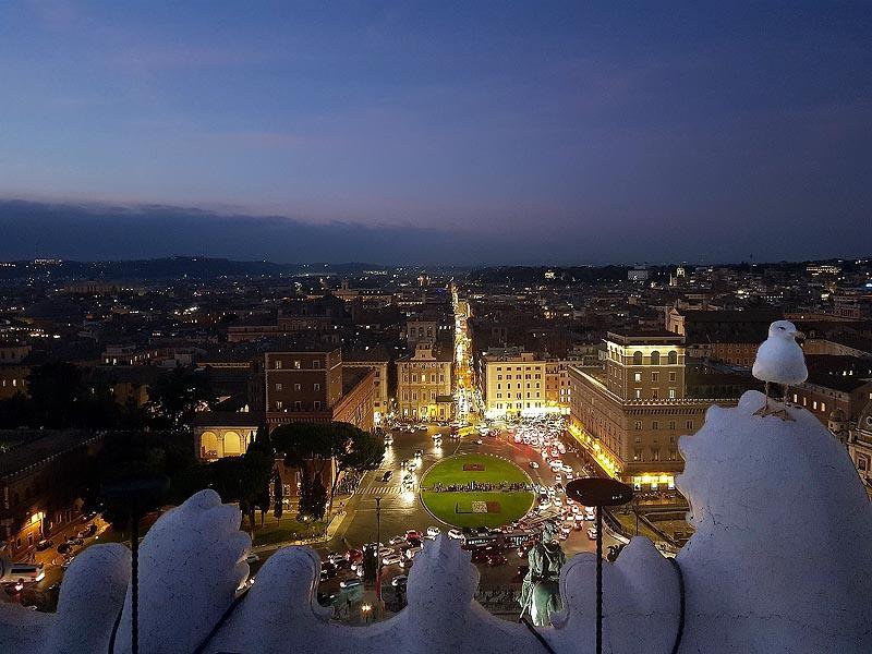 симметричная застройка площадь венеции рим