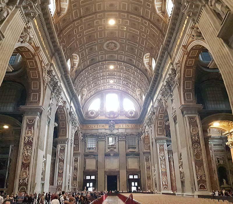 входим внутрь собора святого петра