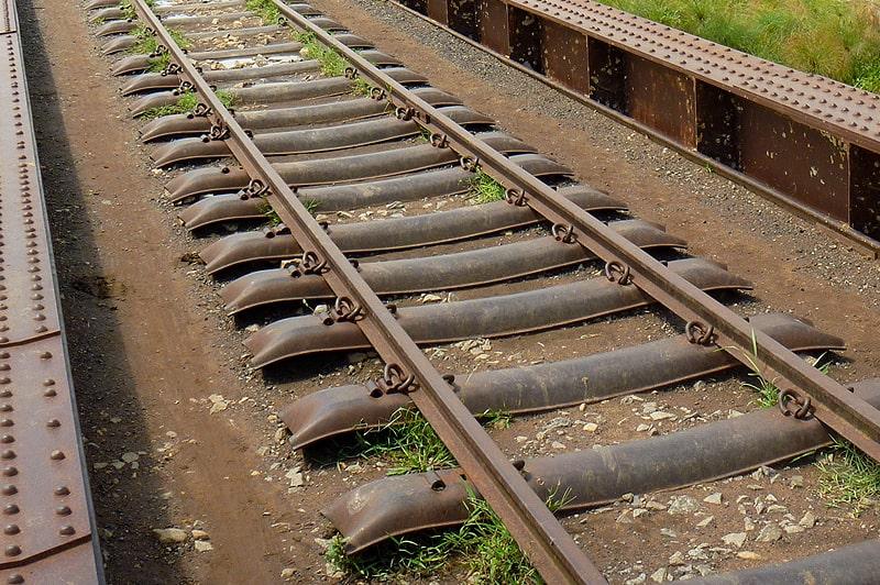 с точки зрения африканских воинов болты гайки и прочий железнодорожный крепеж  подходят для использования как украшения и как оружие