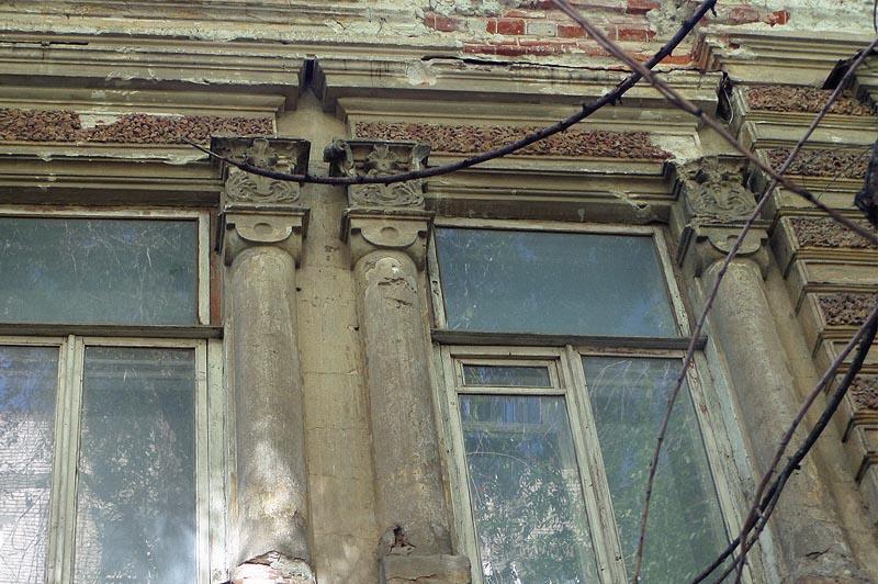 отделка на подлинном доме дореволюционного саратова