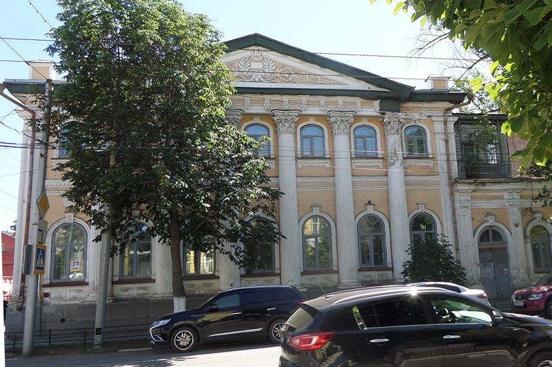 дом скибиневского на одной людных улиц саратова