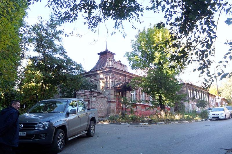 небольшой особняк на улице комсомольской саратов
