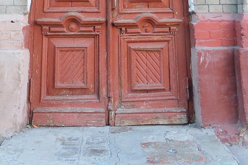 подъездная дверь особняка ростовцевой