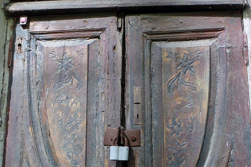 резная деревянная дверь особняка коновалова