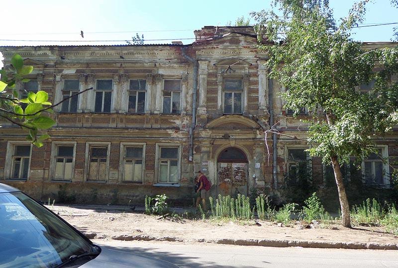 пришел конец красивому и еще крепкому зданию по соседству с писательским домом