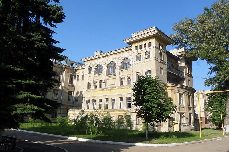 учебный корпус в университетском городке сгу